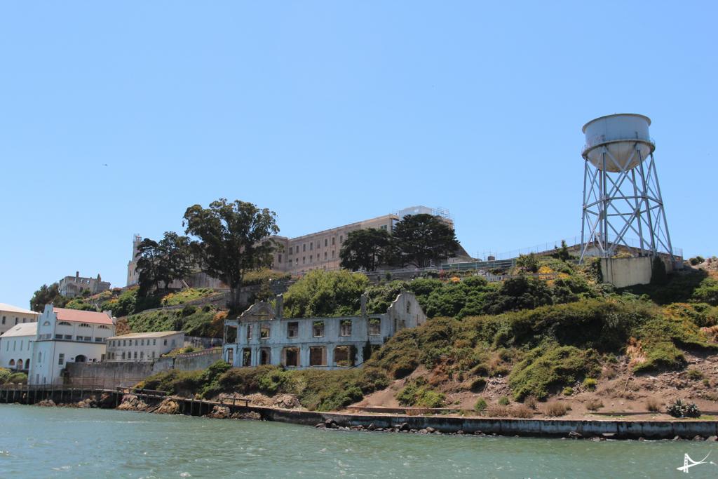 Ilha de alcatraz vista do passeio de barco
