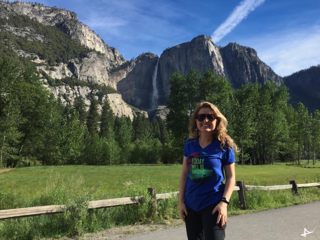 Foto da estrada no Yosemite a caminho das cachoeiras