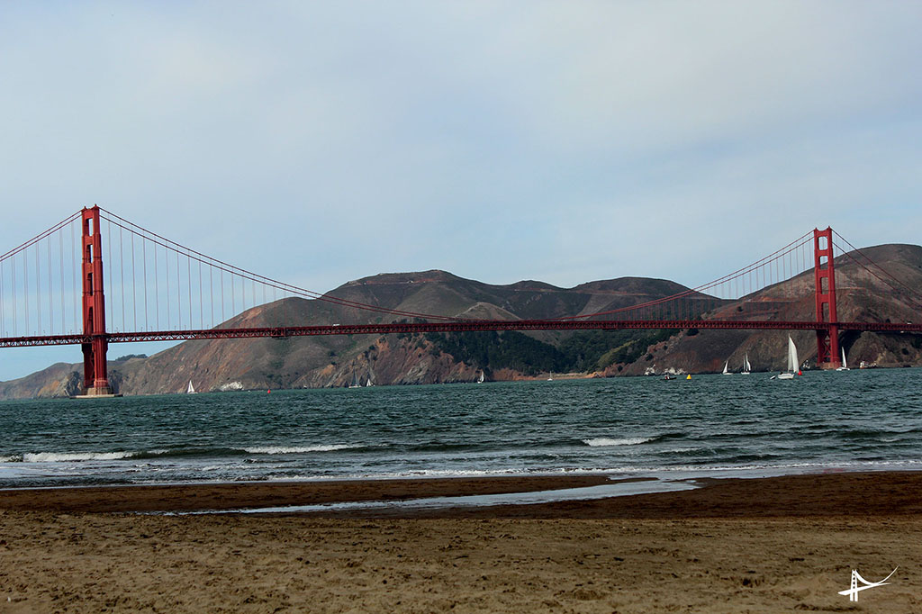 Vista da Golden Gate Bridge do Crissy Field